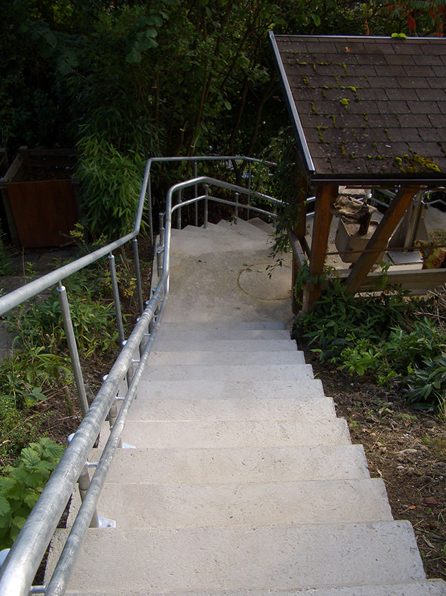 Stairlift for outdoor stairs